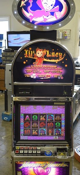 Lil Lucy Hearts of Venice slot machine