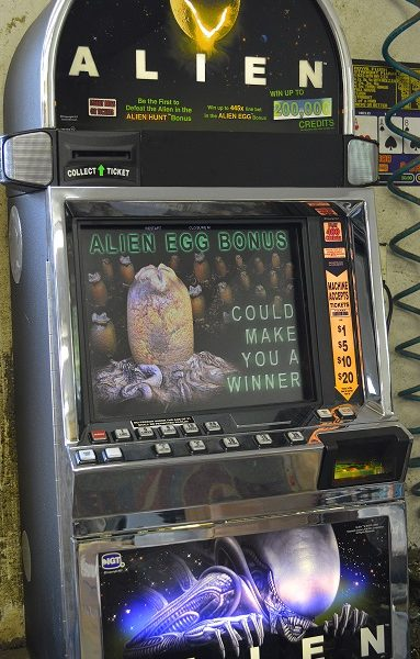Alien video slot machine