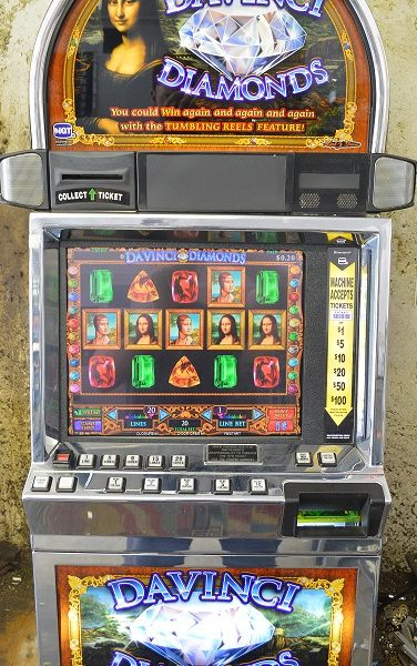 Davinci Diamonds video slot machine