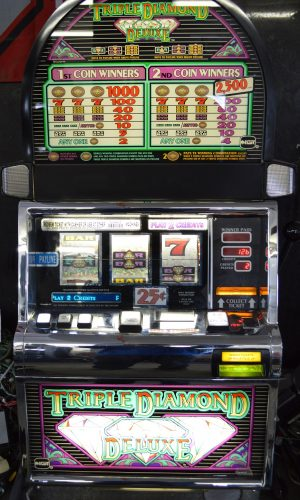 Triple Diamond Deluxe slot machine