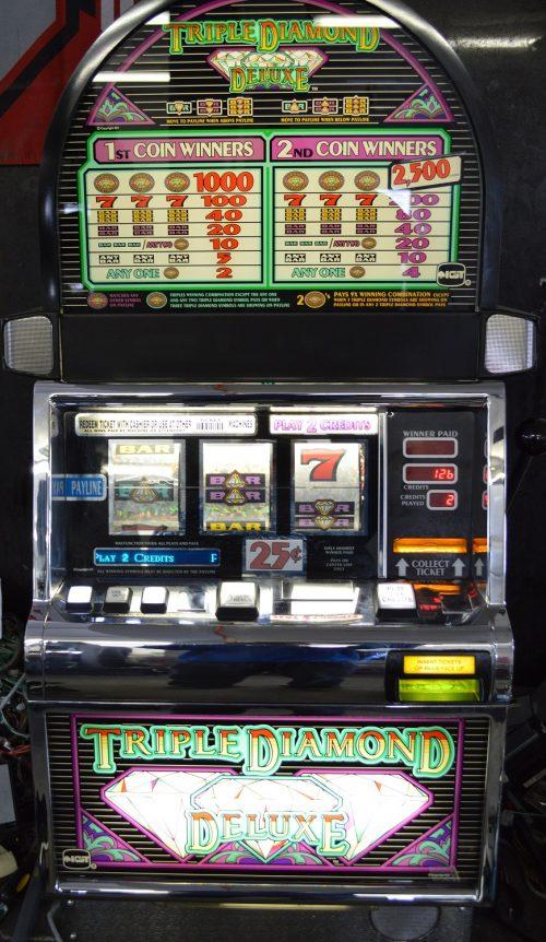 Triple Diamonds Slot Machine